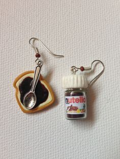 Polymer clay Nutella and bread earings Crea Fimo, Fimo Clay, Polymer Clay Charms, Polymer Clay Art, Weird Jewelry, Cute Jewelry, Friendship Jewelry, Kawaii Jewelry, Polymer Clay Miniatures