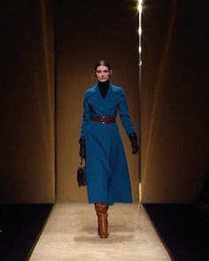 Winter Outfits, Casual Outfits, Fashion Outfits, Couture Fashion, Runway Fashion, Ralph Lauren Womens Clothing, Mode Mantel, Velvet Fashion, Fashion Videos