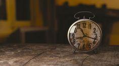 Zeit die man braucht sich selbst kennenzulernen illustiert durch eine Uhr