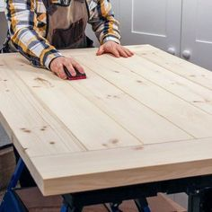 Did you build a DIY farmhouse table for your dining room? Did the table top crack? I'm sharing why this may have happened and easy building plans to prevent it from happening again. table top DIY Farmhouse Table Top (The Right Way) Build A Farmhouse Table, Build A Table, Make A Table, Farm Table Plans, Farmhouse Chic, Diy Table Top, Diy Dining Table, Dining Room, Diy Wood Table