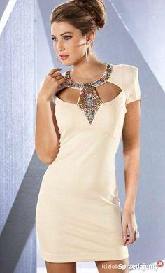 sukienka zdobiona kamieniami