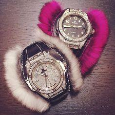 Меховой браслет #CuddlyCuff сделает вашу любимую модель Hublot #BigBangOneClick самым уютным зимним аксессуаром. #SIHH2017 : @obolonskyoleg #ellerussia  via ELLE RUSSIA MAGAZINE OFFICIAL INSTAGRAM - Fashion Campaigns  Haute Couture  Advertising  Editorial Photography  Magazine Cover Designs  Supermodels  Runway Models