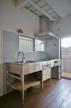 Restaurant Kitchen Design, Bakery Kitchen, Prep Kitchen, Kitchen Redo, Kitchen Remodel, Modern Kitchen Cabinets, Kitchen Interior, Industrial Style Kitchen, Industrial Lamps