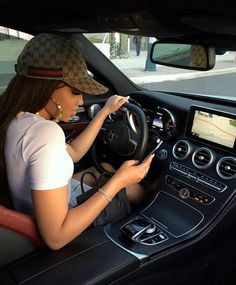 Imagen de car, girl, and fashion Bone Da Gucci, Boujee Lifestyle, Girls Driving, Bad And Boujee, Elegantes Outfit, Car Goals, Luxe Life, Rich Girl, Dream Life