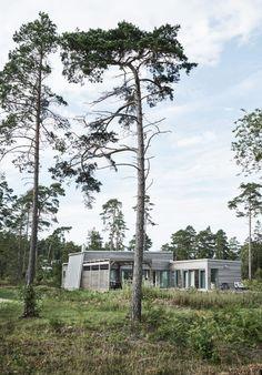 Villa Hagerman, Ljugarn – M. Green Architecture, Architecture Design, Modern Lake House, Vides, House Layouts, Interior Exterior, Minimalist Home, Cottage, House Design