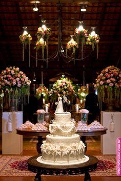 Casamento de Larissa & Rodrigo - Mesa do Bolo + Mesas de Doces