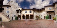 Castello il Palagio Courtyard overview