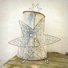 hvězdný+betlém+hvězda,+Josef,+Marie,+Ježíšek.+spolu.+drátovaný+Betlém+železný+drát,+mačkané,+broušené+a+voskované+perle+rozpětí+hvězdy+cca+40+cm,+celková+výška+závěsu+47+cm+drát+získá+ve+vlhku+rezavou+patinu+original+smu