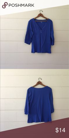 Old Navy 3/4 Sleeve Blue Blouse Old Navy brand size xxlarge blue 3/4 sleeve blouse with 2 buttons in the front. Bust is 42 inches length is 24 inches. 100% cotton. In excellent condition. Old Navy Tops Blouses