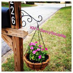 Love my mailbox flower holder! Love my mailbox flower holder! Mailbox Garden, Mailbox Landscaping, Lawn And Garden, Landscaping Ideas, Mulch Landscaping, Mailbox Plants, Mailbox Flowers, Mailbox Makeover, Outdoor Projects