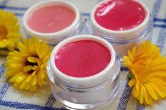 Naučte sa ako si vyrobiť domáci bylinkový balzam na pery Natural Make Up, The Balm, Diy And Crafts, Herbs, Cosmetics, Homemade, How To Make, Beauty, Food