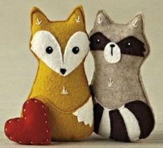 DIY: Waldtiere aus Filz aus der Mollie Makes - DaWanda - People and Products with Love Mollie Makes, Softies, Plushies, Felt Fox, Racoon, Felt Patterns, Woodland Creatures, Forest Animals, Woodland Animals