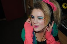 More makeup ideas .hair and makeup like this 1980s Makeup And Hair, 80s Hair, Teen Girl Hairstyles, Easy Hairstyles, 80s Fashion, Fashion Beauty, 80s Costume, Costume Ideas, Cosplay Costumes