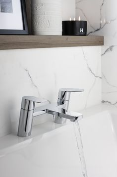 Made from chrome plated brass the KH ZERO 6 range features subtly curved levers with a contrasting linear structure - KH ZERO 6 Bath Filler for Crosswater. Led Manufacturers, Bath Taps, Bathroom Sale, Floating Shelves, Bath, Bathroom Taps, Amazing Bathrooms, Luxury Bathroom, Bathroom Design