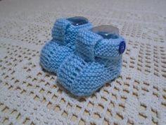 RECEITA DO SAPATINHO MATERIAL: 1 Novelo de 40gr +ou-de Lã Bebê Agulha 3.5  ABREVIAÇÔES: carr=carreira laç=laçada pt=ponto ptj=pontos juntos pts=pontos tr=tricô  Colocar 7 pts Fazer em trico até completar 14 cordões. Juntar as duas partes começo Knit Baby Dress, Knit Baby Booties, Baby Knitting Patterns, Baby Patterns, Crochet Baby, Baby Shoes, Make It Yourself, Youtube, Accessories