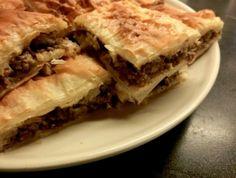 Η κρεατόπιτα της Πρωτοχρονιάς Beignets, Pastry Recipes, Cooking Recipes, Lebanon Food, Libyan Food, Egyptian Food, Egyptian Recipes, Filo Pastry, Eastern Cuisine