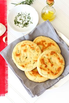 Gluten Free and Yeast Free Rosemary and Garlic Flatbread Recipes Worth Repeating Gf Recipes, Gluten Free Recipes, Dessert Recipes, Cooking Recipes, Healthy Recipes, Recipies, Garlic Flatbread Recipe, Flatbread Recipes, Gluten Free Flatbread