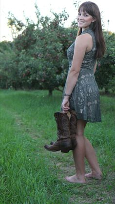 Walking Barefoot, Going Barefoot, Barefoot Girls, Gorgeous Feet, Beautiful Gorgeous, My Kind Of Woman, Skirts With Boots, Female Feet, Girl Fashion
