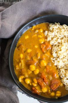 EASY vegan chickpea curry recipe with Indian spices that is super easy to make. One pot and ready in as little as 10 minutes. Naturally vegan, oil-free, and low in fat. Low Fat Vegan Recipes, Chickpea Recipes, Healthy Recipes, Veg Recipes, Simple Recipes, Healthy Treats, Indian Food Recipes, Whole Food Recipes, Vegan Chickpea Curry