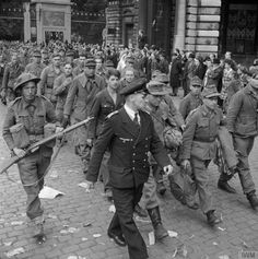 Further advances are recorded by the Allied Expeditionary Forces. British Armored Division enters Antwerp but fails to capture the canal crossings. Among the towns captured are Lile, Louvain, Malines and Etaples. German Soldiers Ww2, German Army, World History, World War Ii, Ww2 Pictures, Military Veterans, Total War, Military History, Wwii