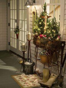 """Idag """"bladde"""" jeg rundt i litt gamle bilder og fant disse fine bildene fra et julepyntet River House, jeg har tidligere på bloggen skrevet o..."""