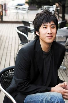 Lee Sun Gyun (Pasta, Coffee Prince, Behind The White Tower, Golden Time). My favorite character on Coffee Prince! Drama Film, Drama Movies, Asian Actors, Korean Actors, Korean Dramas, Korean Actresses, Live Action, Lee Sun Kyun, Mystery Film