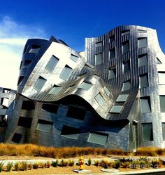 ✮ This whimsical building of stainless steel by Frank Gehry is the Cleveland Clinic Center for Brain Health in Las Vegas