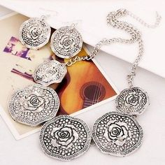 Womens Round Flower Design Dilver Fashion Necklace and Earrings Set