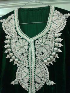 Caftan Gold Embroidery, Embroidery Designs, Black Diamond Jewelry, Moroccan Caftan, Crochet Collar, Passementerie, Gold Work, Best Wear, Caftans