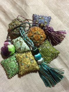 La Lita Art&Craft Pincushion, Scissors Fob in needlepoint
