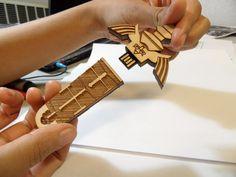 pin de memoria con forma de espada del tiempo