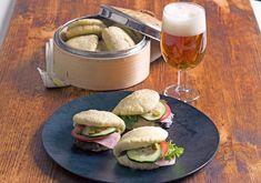 """Bao"" bocadillo ligero Bao, Hamburger, Chicken, Ethnic Recipes, Pork Meat, Salads, Ethnic Food, Burgers, Cubs"