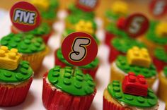 Lego cupcakes - lots of links kids party Cake Lego, Lego Cupcakes, Cute Cupcakes, Birthday Cupcakes, Cupcake Cookies, Lego Birthday Party, Boy Birthday, Birthday Ideas, Cake Pops