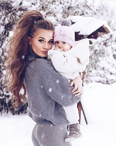 mommy and me – Schwangerschafts Fotos Cute Kids, Cute Babies, Baby Kids, Kids Girls, Mode Outfits, Girl Outfits, Baby In Snow, Cute Family, Family Goals
