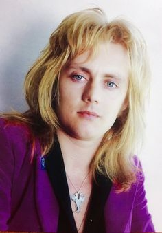 i think it's fair enough to say, that sweet young serene face of him will surely be the death of me. the way his eyes shine, the way his… John Deacon, Queen Drummer, Roger Taylor Queen, Queen Love, Queen Photos, Ben Hardy, Queen Freddie Mercury, Queen Band, Celebs