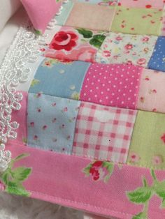 Ribbonwood Cottage: How to Make a Miniature Cottage style Quilt