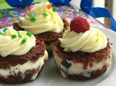 Ice Cream Cupcakes - The BEST POSSIBLE combination of cake, ice cream, candy or whatever you love - as many varieties as you have imagination - CHECK IT OUT!