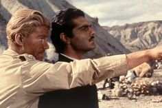 Peter O'Toole and Omar Sharif in Lawrence of Arabia Hollywood Men, Golden Age Of Hollywood, Hollywood Stars, Classic Hollywood, Shot Film, Peter O'toole, Lawrence Of Arabia, Turner Classic Movies, Classic Films