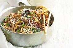 Buckwheat pasta with caramelised onion and peas
