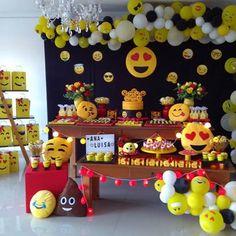 Cumple Emoji Theme Party, Party Themes, Emoji Birthday Shirt, 2nd Birthday, Birthday Parties, Emoji Craft, Cute Emoji, Baby Party, Balloon Decorations