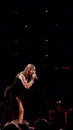 Taylor Swift Gown, Taylor Swift Concert, Taylor Swift Videos, Taylor Swift Pictures, Taylor Alison Swift, Selena And Taylor, Red Taylor, Swift Tour, Taylor Swift Wallpaper