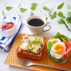 2017.8.10 ✧朝食✧ . *小さめピザトースト *ゆで卵、パプリカマリネ *ヨーグルト . . 今日から息子は4泊5日のアメフト部合宿へ 睡眠不足リセットするぞーー! まずはのんびり朝ごはん . . #おうちごはん #おうちカフェ #朝ごはん #朝食 #あさごはん#朝ごパン #ローカーボ #低糖質 #糖質制限 #ふすまパン#ココナッツヨーグルト#クッキングラム #料理写真 #デリスタグラマー #foodpic #instafood #onmytable #breakfast #lin_stagrammer #w7foods #lumix #ouchigohan #wp_delicious_jp