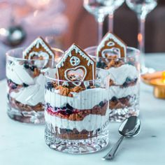 Piparkakkutrifle - joulun nopein jälkiruoka Christmas Cupcakes, Christmas Treats, Christmas Baking, Köstliche Desserts, Delicious Desserts, Yummy Food, Xmas Food, My Best Recipe, No Bake Treats