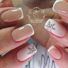 Nail art is a very popular trend these days and every woman you meet seems to have beautiful nails. It used to be that women would just go get a manicure or pedicure to get their nails trimmed and shaped with just a few coats of plain nail polish. Snow Nails, Xmas Nails, Holiday Nails, Winter Nails, Simple Christmas Nails, Christmas Nails 2019, Summer Nails, Winter Nail Designs, Christmas Nail Designs