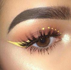 Schminkideen Yellow winged eyeliner make-up The Consolati Edgy Makeup, Makeup Eye Looks, Eye Makeup Art, Cute Makeup, Skin Makeup, Eyeshadow Makeup, Smokey Eyeshadow, Beauty Makeup, Mac Makeup