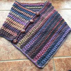 Living on the hook: collar - neck poncho Crochet Bolero Pattern, Col Crochet, Crochet Stitches Free, Poncho Knitting Patterns, Crochet Poncho Patterns, Crochet Afgans, Knitted Poncho, Crochet Collar, Cable Knit Hat