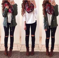 Jeans negros y parca verde