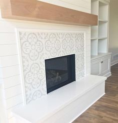 Good Totally Free farmhouse Fireplace Tile Style It truly is winter. Even though… – farmhouse fireplace tile Fireplace Frame, Fireplace Tile Surround, White Fireplace, Farmhouse Fireplace, Fireplace Remodel, Living Room With Fireplace, Brick Fireplace, Fireplace Surrounds, Fireplace Design