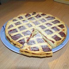 Linecký koláč mřížkový - Mřížkový koláč z lineckého těsta promazaný zavařeninou nebo marmeládou