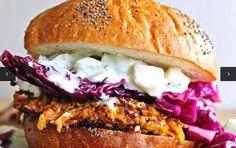 Carrot tahini quinoa veggie burger with tzatziki and purple slaw Quinoa Veggie Burger, Meatless Burgers, Ways To Eat Healthy, Healthy Eating, Healthy Food, Tahini, Three Ingredient Recipes, Clean Eating Challenge, Tzatziki
